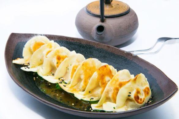 Gyozas de presa ibérica, caldo dashi y pack choi