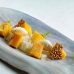 Mango natural, helado de coco y granizado de lima
